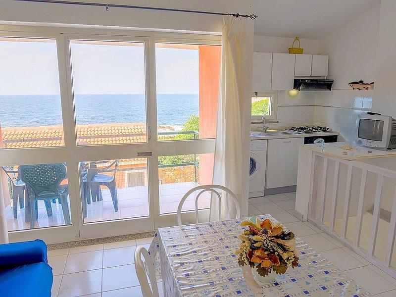 Isola Rossa Apartment Sleeps 4 with WiFi - 5831432, alquiler vacacional en Isola Rossa