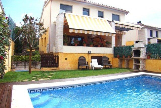 Palamos Villa Sleeps 8 with Pool Air Con and Free WiFi - 5509375, vacation rental in Vall-Llobrega