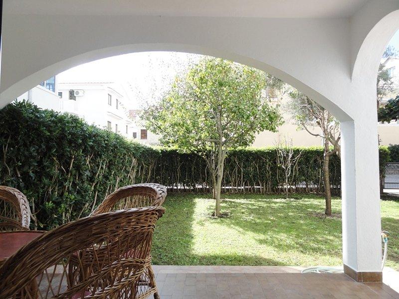 Garden Apartment Budva three bedrooms, holiday rental in Lapcici