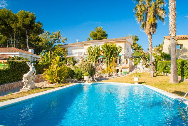 Cunit Villa Sleeps 8 with Pool Air Con and Free WiFi - 5509082, vacation rental in Segur de Calafell