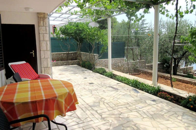 Baselovici Apartment Sleeps 3 with Air Con - 5462474, holiday rental in Primosten Burnji