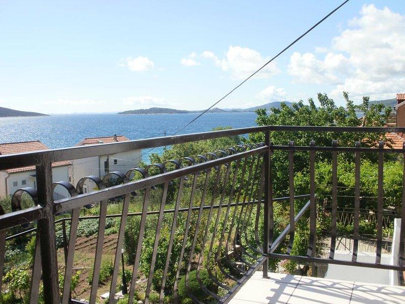 Prvic Sepurine Apartment Sleeps 4 with Air Con - 5462576, vacation rental in Prvic Sepurine