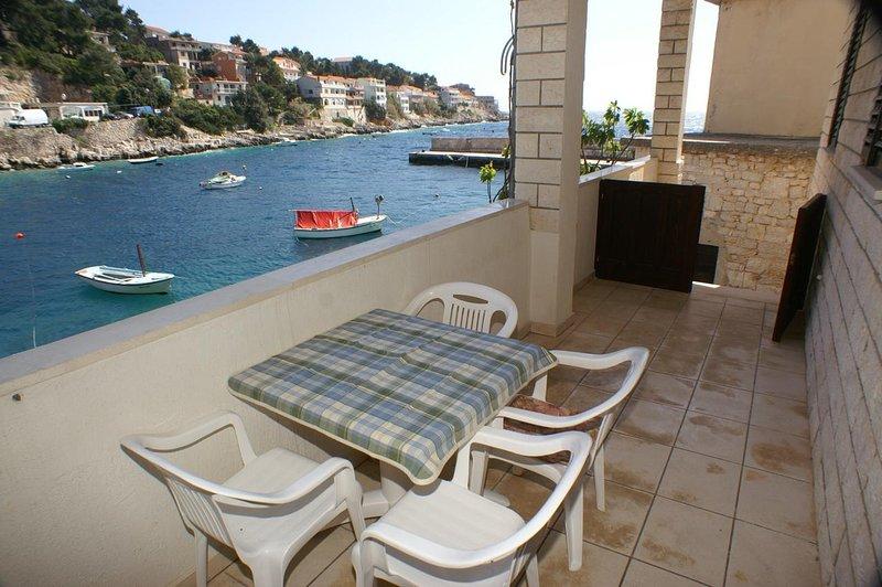 Smokvica Apartment Sleeps 2 with Air Con - 5462865, alquiler vacacional en Cara