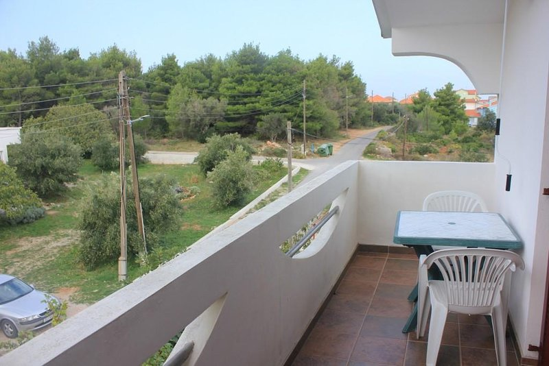 Cimera Apartment Sleeps 5 with Air Con - 5468020, holiday rental in Dobropoljana