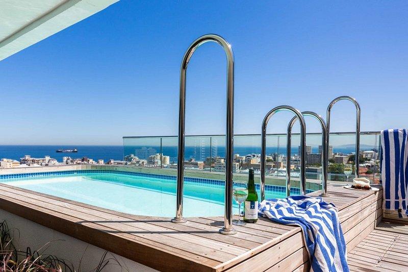 Strand beach Penthouse, aluguéis de temporada em Sea Point