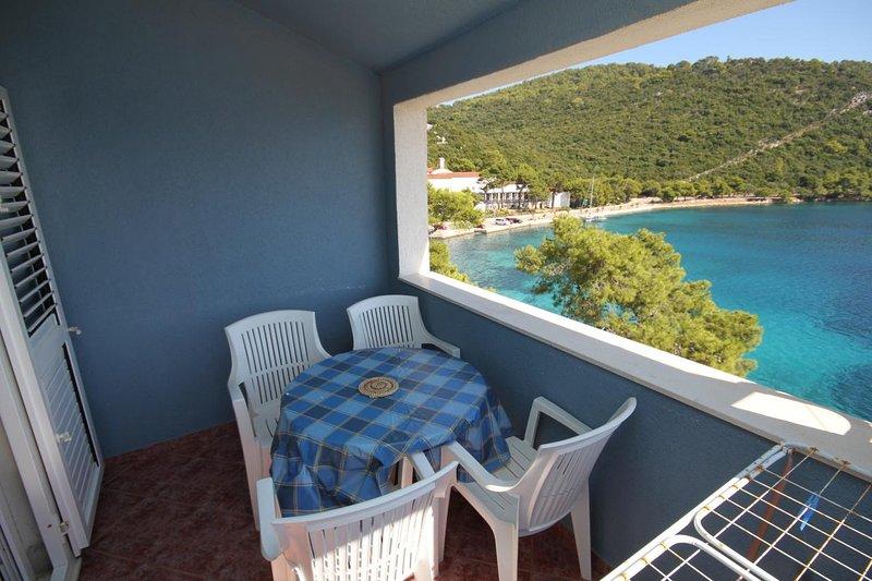 Sveti Jurje Apartment Sleeps 4 with Air Con - 5468237, holiday rental in Pasadur
