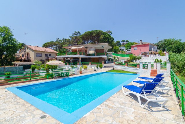 Macanet de la Selva Villa Sleeps 7 with Pool - 5509521, location de vacances à Macanet de la Selva