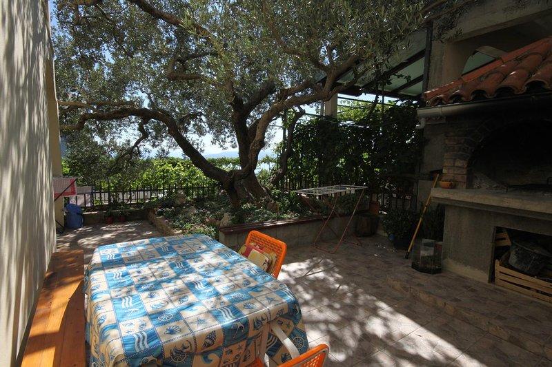 Veliko Brdo Apartment Sleeps 4 with Air Con - 5466603, vacation rental in Veliko Brdo