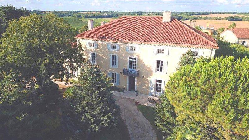 Le Castel Pierre, Maison 4* en Gascogne, Piscine et spa center, 14-18 pers, vacation rental in Larressingle