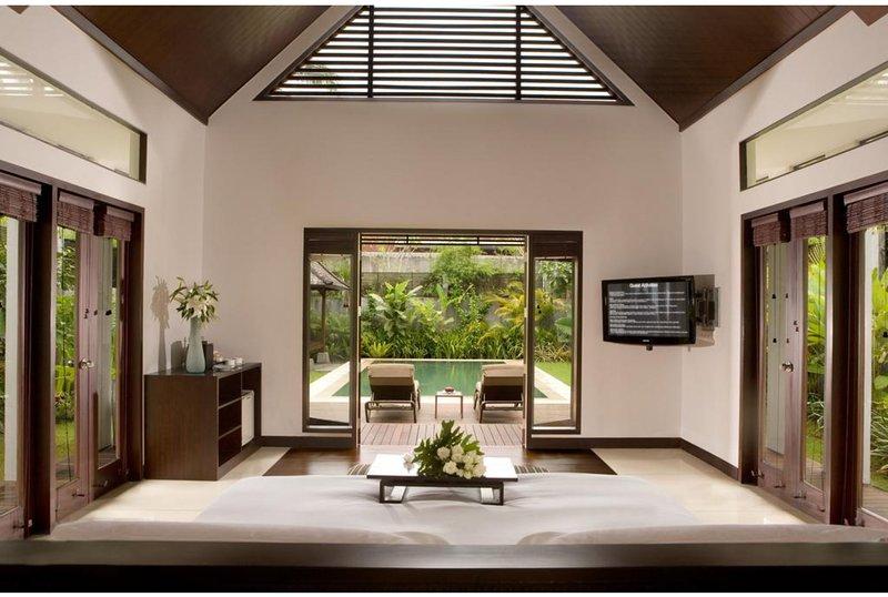 1 BR Luxurious Hill Side Villa + Private Pool + Breakfast     (Smy26), casa vacanza a Sangeh