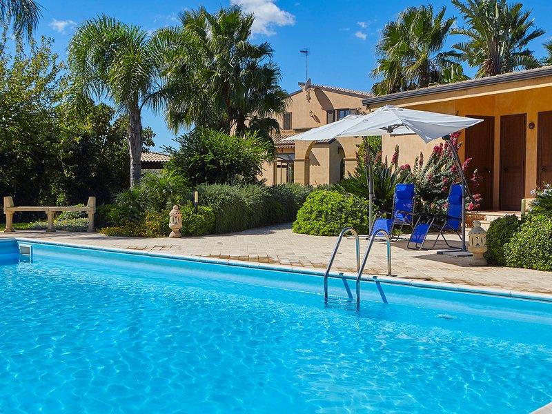 Marinella Villa Sleeps 8 with Pool Air Con and WiFi - 5247440, holiday rental in Marinella di Selinunte
