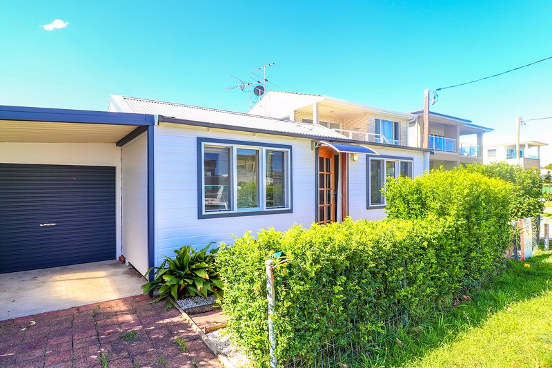 Echuca Bungalow - walk to beach and Swansea Channel - free wifi, vacation rental in Lake Macquarie