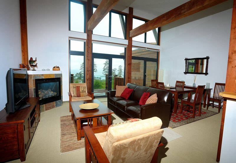 Large & Luxurious Oceanview Villa - Pacific Rim Retreat, vacation rental in Barkley Sound