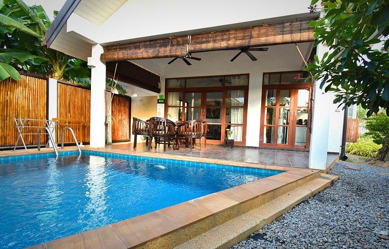 Malee Beach Villa C4 with private pool, holiday rental in Ban Sala Dan