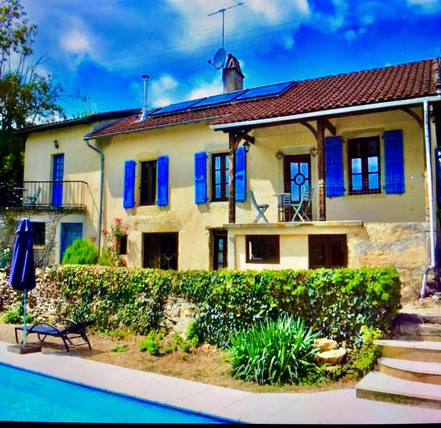 The Old School House with pool, holiday rental in Saint Projet