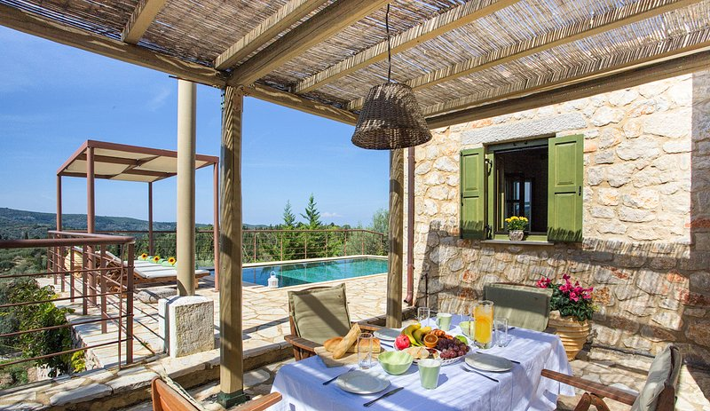 Spanochori Villa Sleeps 6 with Pool and Air Con - 5364689, vacation rental in Kavallos