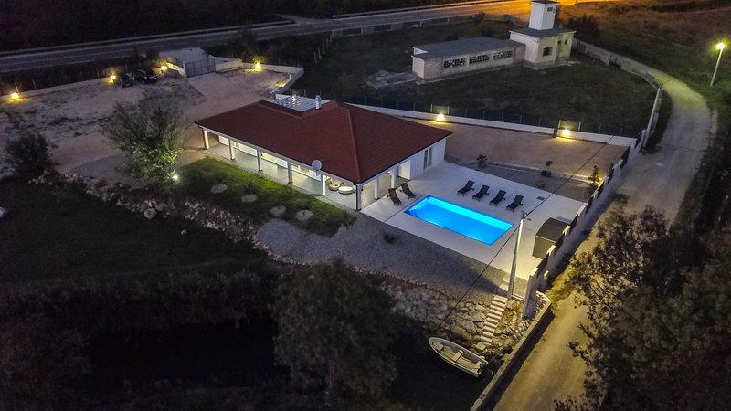 Villa By the river, holiday rental in Posedarje
