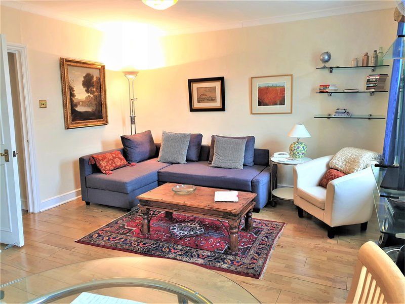 NOTTING HILL W2 One bedroom apartment in Period Building, vacation rental in London