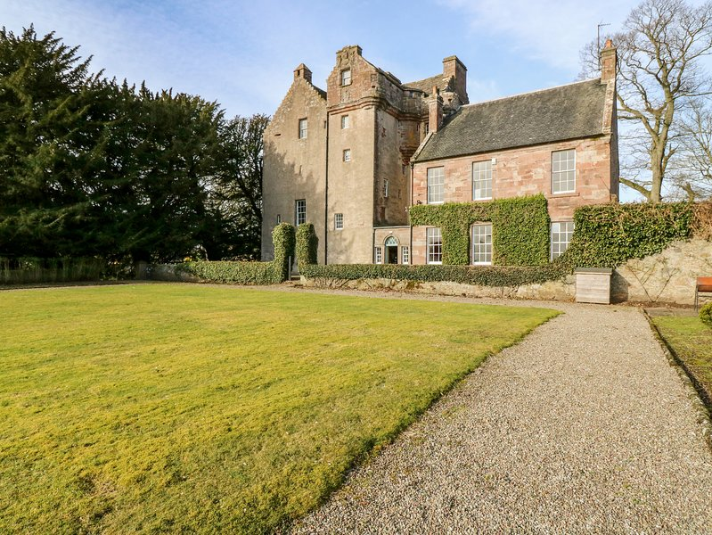 Castle Balbegno, Fettercairn, vacation rental in Johnshaven