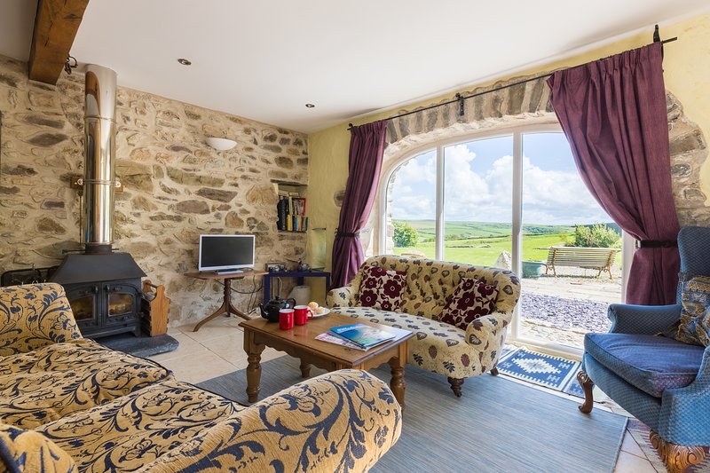 The Cart House - spacious barn conversion ideal for those with limited mobility, holiday rental in Penycwm