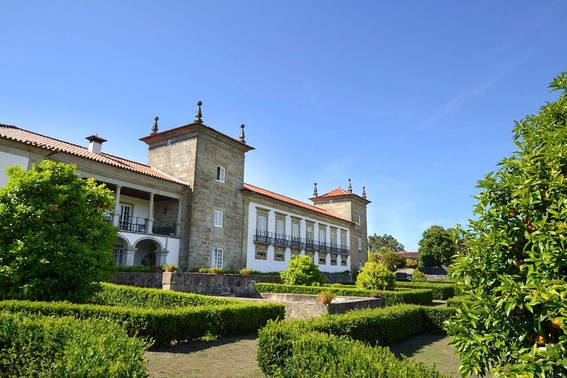 Fojo Villa Sleeps 20 with Pool - 5744838, holiday rental in Correlha