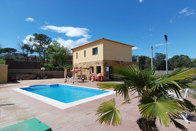 Fogars de Tordera Villa Sleeps 8 with Pool Air Con and Free WiFi - 5576572, casa vacanza a Breda