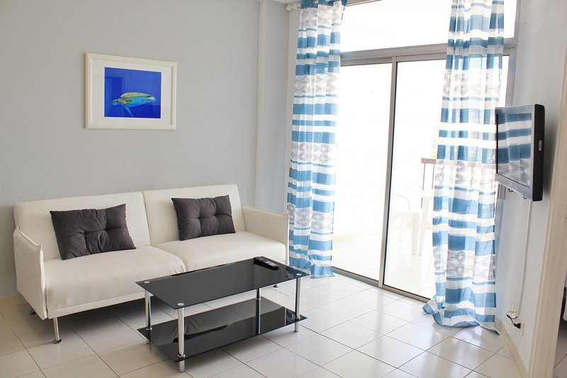 Bonito apto. Los Cristianos, vistas al mar y playa, holiday rental in Los Cristianos