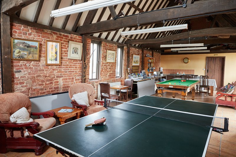 Games room with snooker, table tennis and board games