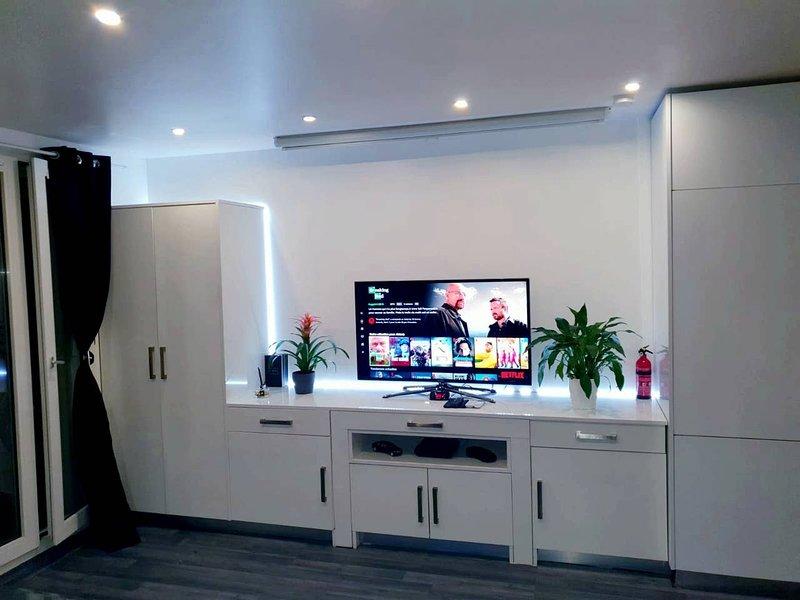 Nice studio in Poissy & Wifi, location de vacances à Villennes-sur-Seine