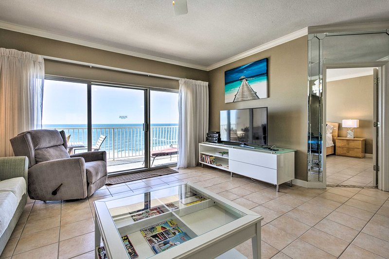 NEW! 9th-Floor Gulfview Condo at Coral Reef Resort, holiday rental in Lower Grand Lagoon