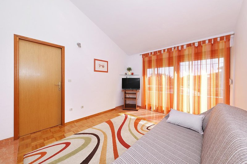 Bozava Apartment Sleeps 4 with Air Con - 5470952, alquiler de vacaciones en Bozava