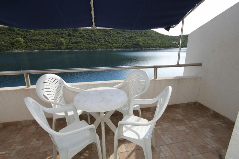 Sveti Jurje Apartment Sleeps 4 with Air Con - 5468333, aluguéis de temporada em Ubli