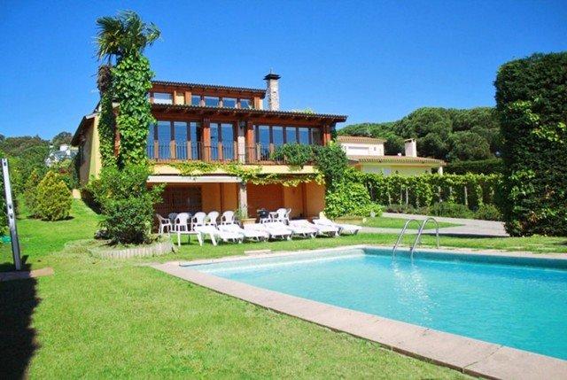 Calonge Villa Sleeps 12 with Pool and Free WiFi - 5508982, Ferienwohnung in Calonge