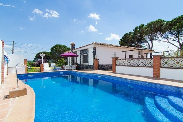 Franciac Villa Sleeps 7 with Pool Air Con and Free WiFi - 5509059, holiday rental in San Andres Salou