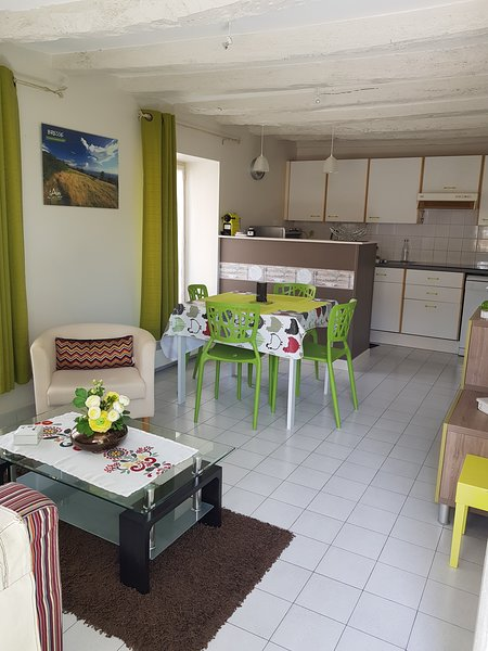 Beautiful house with terrace & Wifi, casa vacanza a Chanoz-Chatenay
