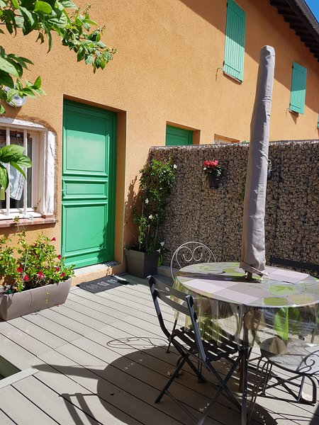 Beautiful house with terrace & Wifi, vacation rental in Peronnas