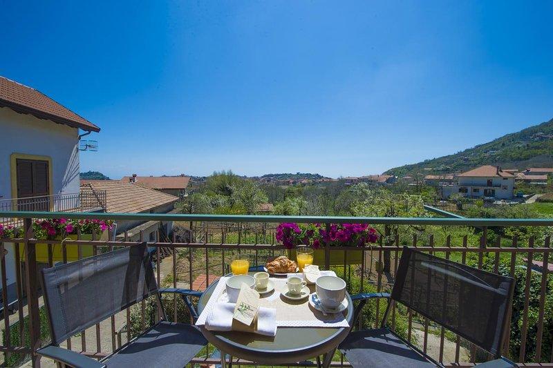 Beautiful apartment with terrace, location de vacances à Pianillo