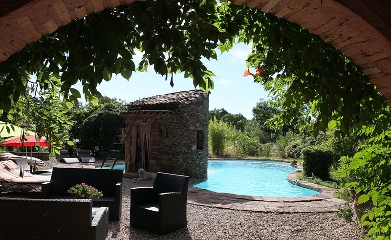 Beautiful studio with shared pool, vacation rental in Puget-sur-Argens