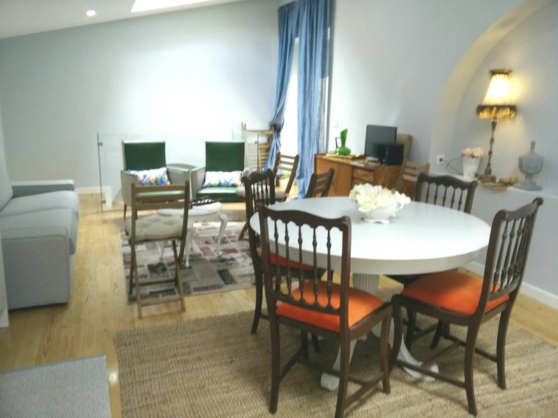 Beautiful house with terrace & Wifi, vacation rental in Almada