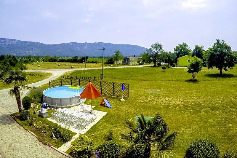 Pulgarija Cepic Apartment Sleeps 6 with Pool and Air Con - 5470713, holiday rental in Basko Polje