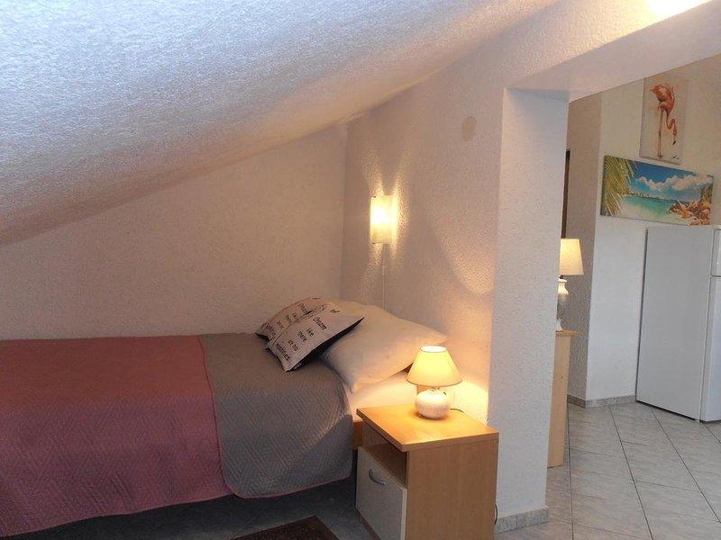 Sveti Anton Apartment Sleeps 2 with Air Con - 5464153, location de vacances à Sveti Anton