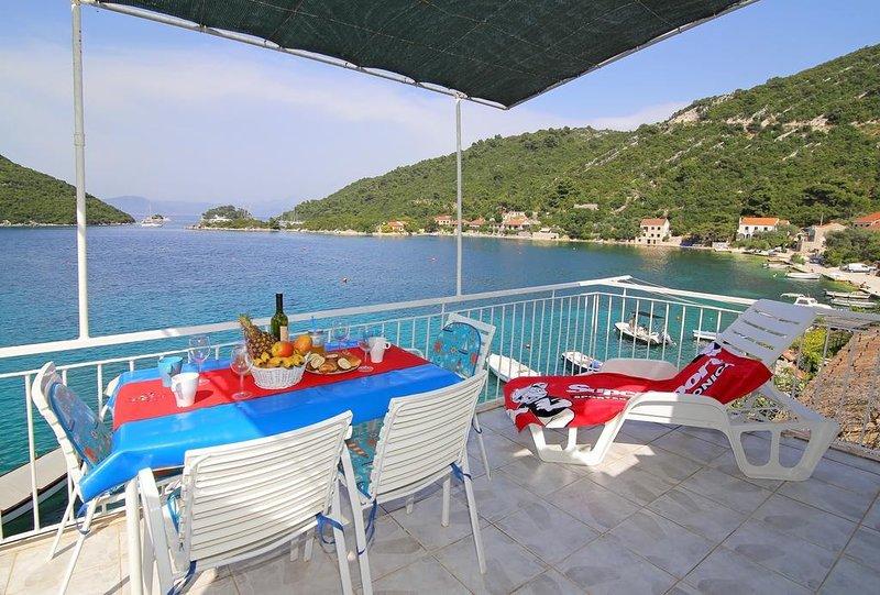 Prozura Apartment Sleeps 4 with Air Con - 5577965, location de vacances à Mljet Island