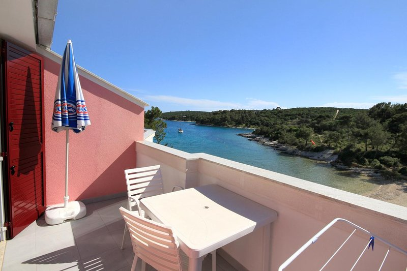 Cunski Apartment Sleeps 2 with Air Con - 5467829, vakantiewoning in Susak