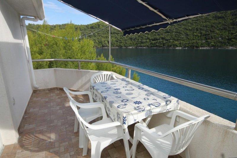 Sveti Jurje Apartment Sleeps 4 with Air Con - 5468331, aluguéis de temporada em Ubli