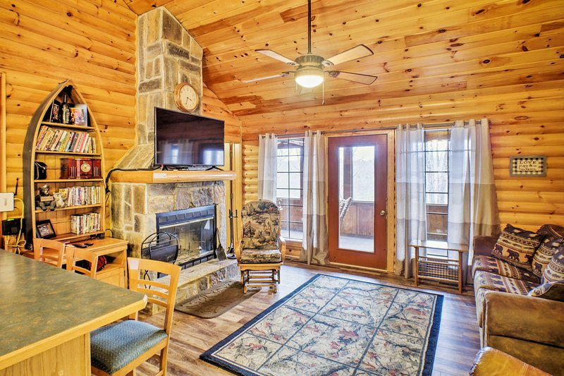 Rustic Branson Cabin-Mins to Silver Dollar City!, vacation rental in Indian Point