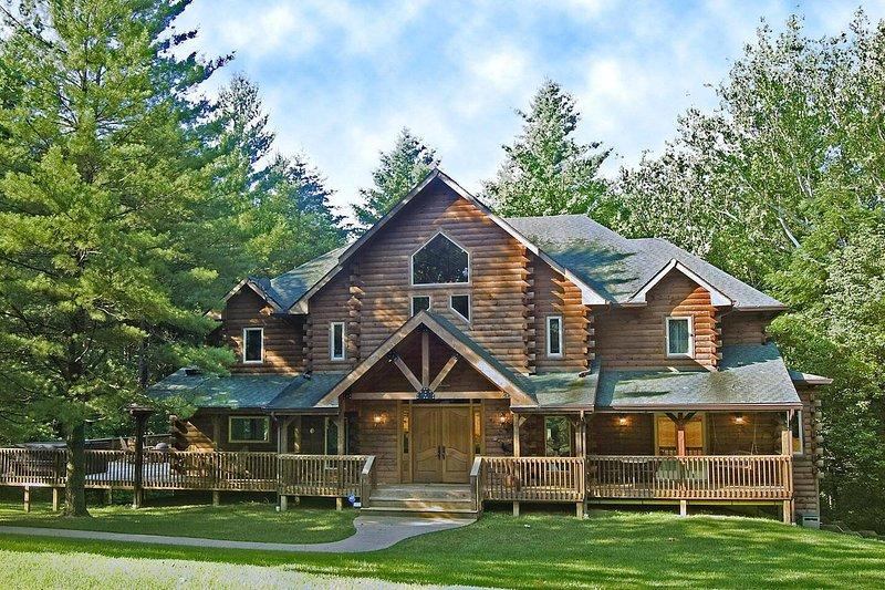Eagles Nest Lodge, location de vacances à Paragon