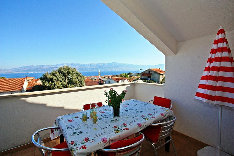 Supetar Apartment Sleeps 8 with Air Con - 5464675, vacation rental in Supetar