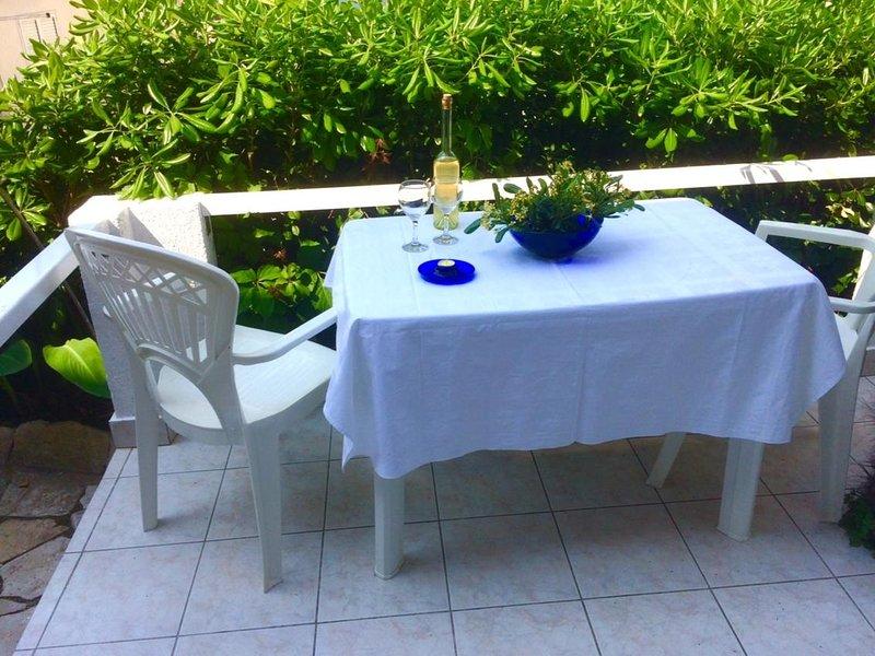 Jelsa Apartment Sleeps 3 with Air Con - 5464708, casa vacanza a Pitve