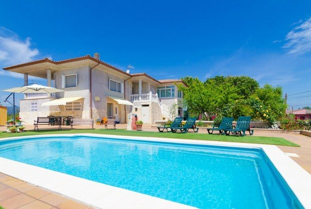 Franciac Villa Sleeps 10 with Pool and Free WiFi - 5509540, holiday rental in Vilobi d'Onyar