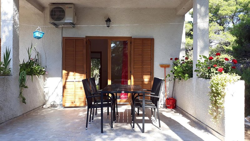 Maranovici Apartment Sleeps 3 with Air Con - 5477863, vakantiewoning in Saplunara